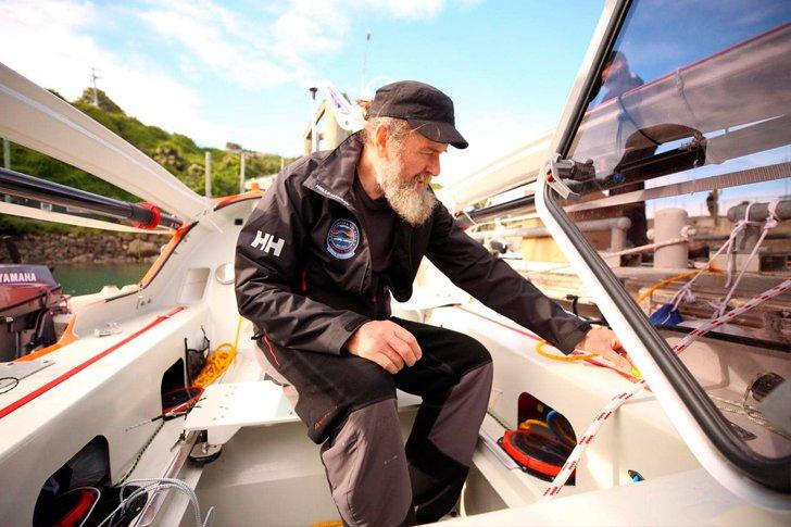Подготовка Конюхова к кругосветной экспедиции на лодке