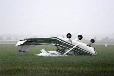 Самолёт, пострадавший в результате циклона Дебби в Австралии.