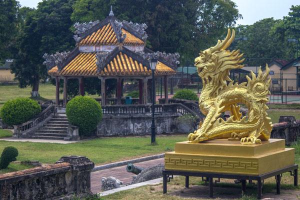Двор внутри императорской цитадели, г. Хюэ. Вьетнам.