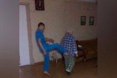 Санитар психоневрологической больницы № 5 пинает пожилого пациента