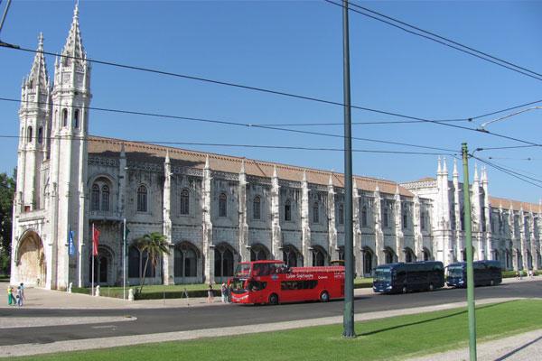Морской музей (порт. Museu de Marinha) в Лиссабоне.