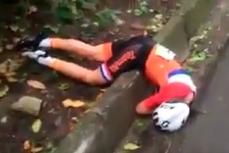 Падение голландской велогонщицы.