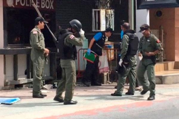 Полиция Таиланда на места теракта.