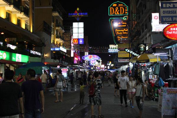 Каосан Роад (Khao San Road) в Бангкоке, Таиланд.