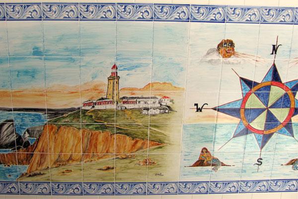 Азуле́жу (порт. azulejo) — португальская керамическая плитка.