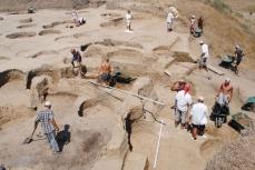 Археологи в Фанагории.