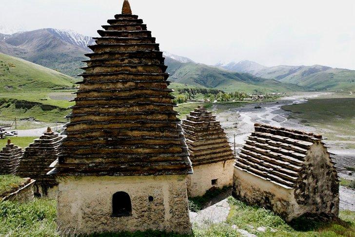 Крыши «Города мёртвых» в Даргавсе