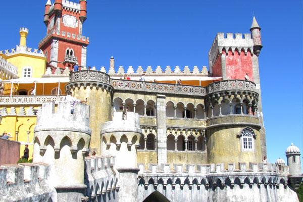 Дворец Пена (Palácio Nacional da Pena). Португалия.