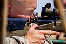 Военный с винтовкой