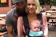 Супруги Джoшуa Xиггинc иXизep Бpo с дочерью