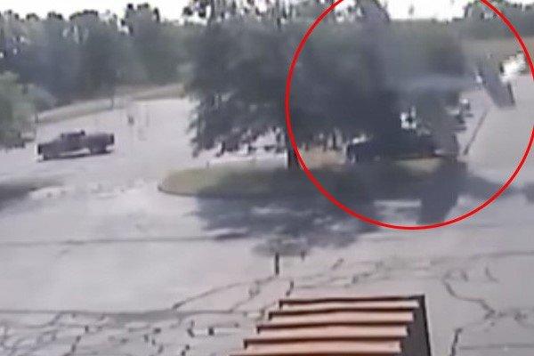ВСША самолет перекувыркнулся через дерево