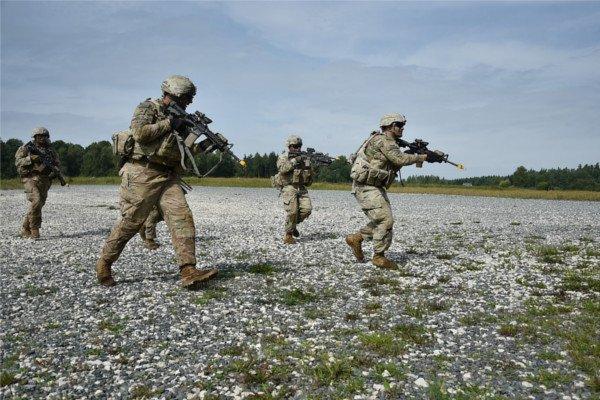 Военнослужащие.