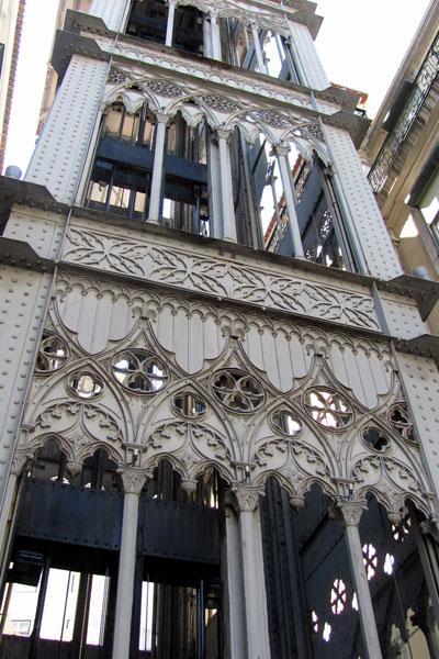 Элевадор-ди-Санта-Жушта. Лифтовой подъёмник в Лиссабоне.
