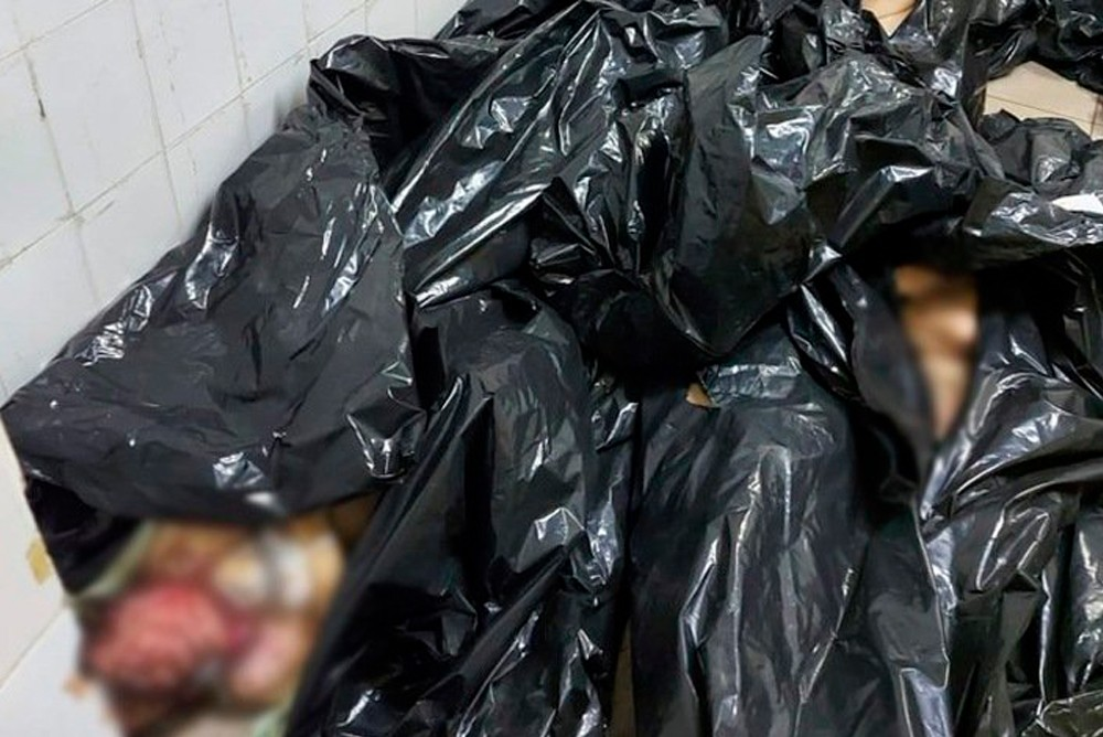 Черные мешки с предположительными трупами
