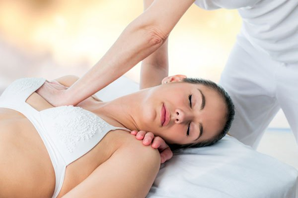Как делать массаж на грудь девушки секс видео массаж онлайн