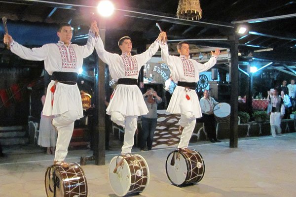 Национальный танец Болгарии. Музыкальный фестиваль в Велинграде.