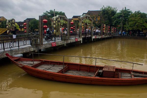 Мост Cầu An Hội в Хойане. Вьетнам.