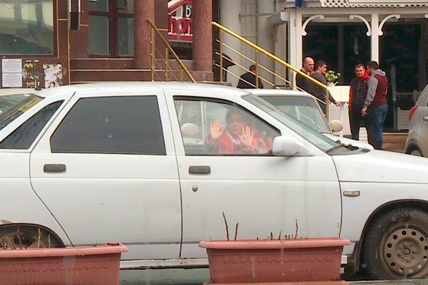 Ребёнок запертый в автомобиле