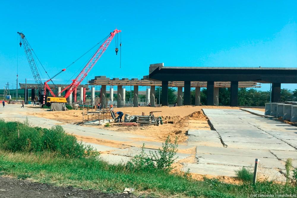 Строительство эстакады через ЖД переезд по дороге на Крымский мост