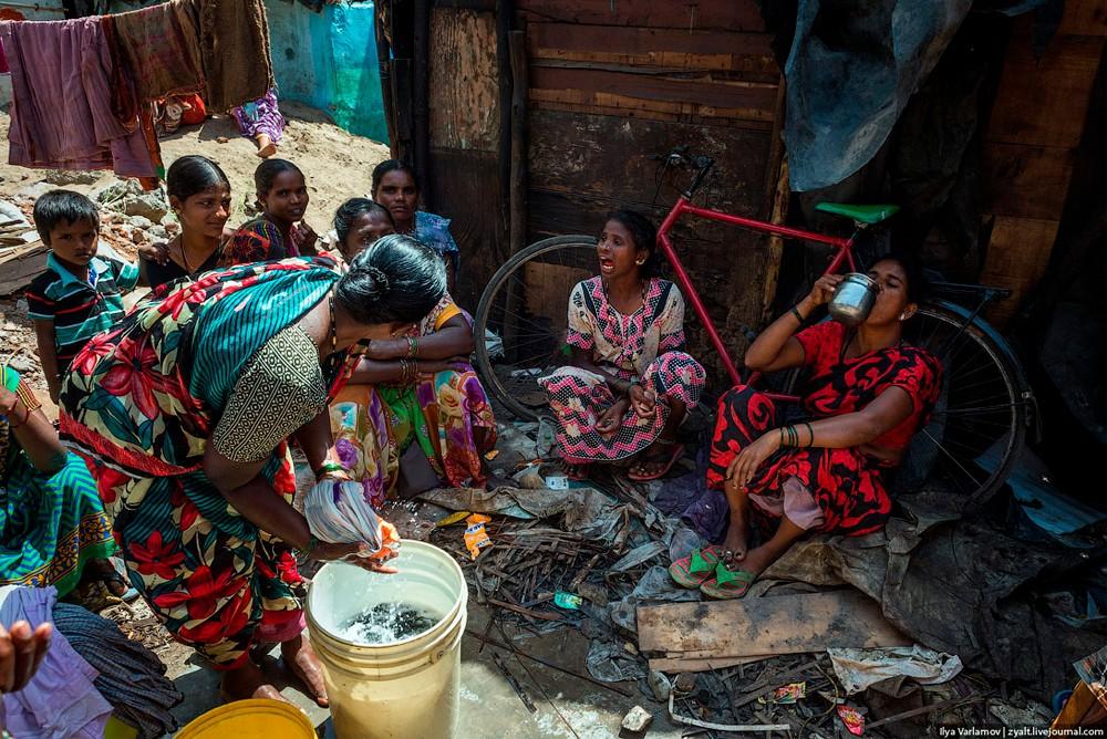 Обыкновенная стирка в трущебах Мумбаи