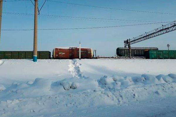 Железнодорожные вагоны - препятствие на пути к знаниям для школьников Новоалтайска