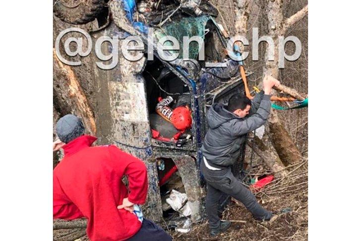 Момент спасения спортсменов, которые сорвались с обрыва на Чемпионате России по трофи-рейдам в Геленджике