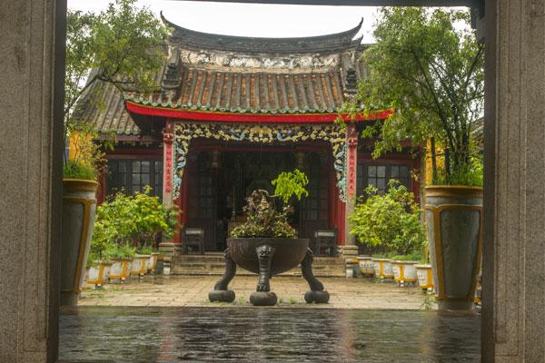 Храм в городе Хойан. Вьетнам.
