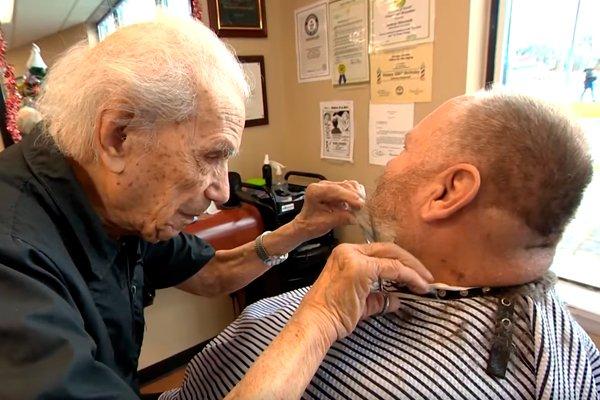 Самый старый парикмахер в мире Энтони Манчинелли