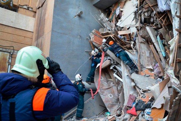 Момент спасения 10-месячного  мальчика из-под завалов в Магнитогорске