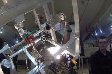 Робот, построенный студентом Zackary Gromko, собрал кубик Рубика за 2,39 секунды.