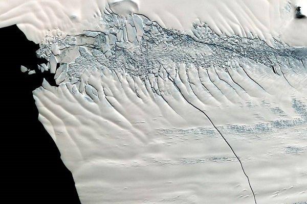 Разваливается начасти: очередной немалый айсберг откололся отАнтарктиды