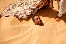 Горячий песок-надежда на исцеление.