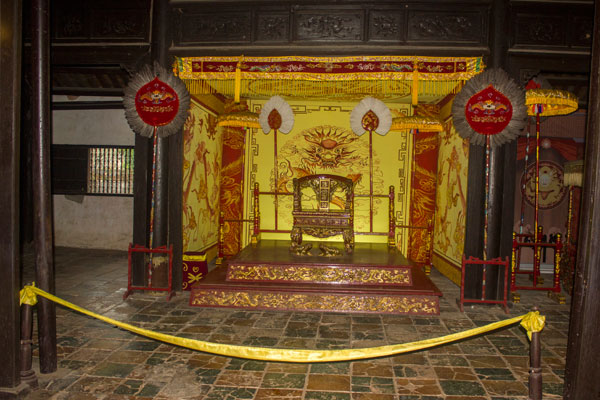 Интерьер гробницы императора Ты Дыка (Lăng Tự Đức). Вьетнам.