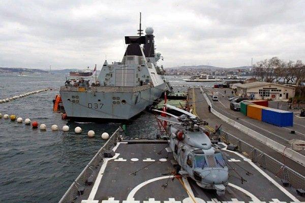 Эсминец HMS Duncan (D37) британского королевского флота во время посещения порта в Стамбуле, Турция, 19 февраля 2018