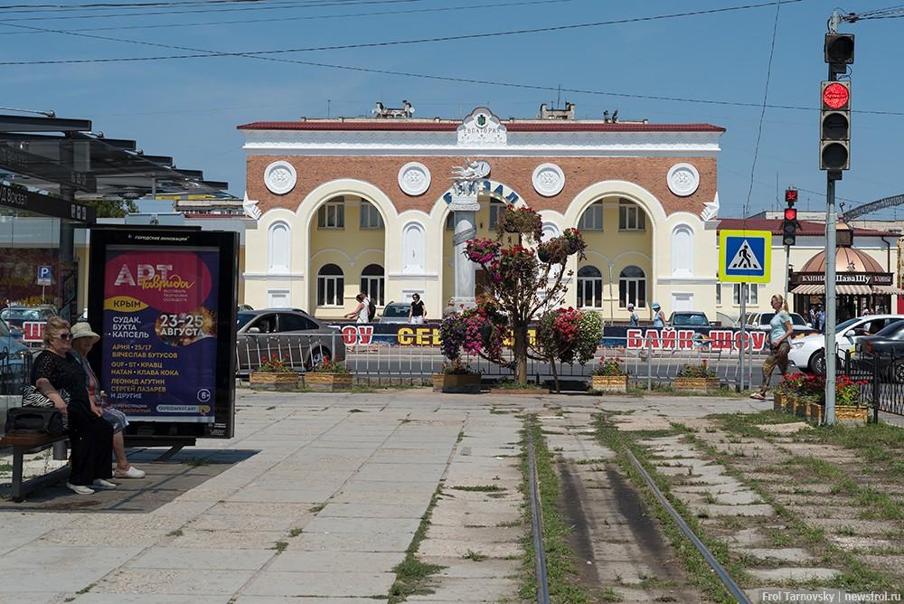 ЖД вокзал в Евпатории, здание вокзала было построено в 1953 году