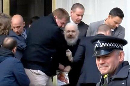 Видео задержания полицией Джулиана Ассанжа