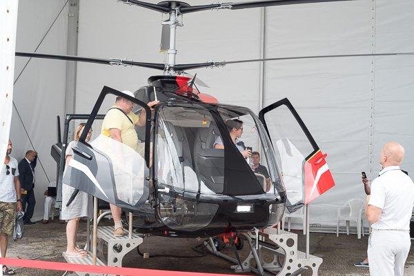 В вертолёте будущего VRT500 можно посидеть и сфотаться