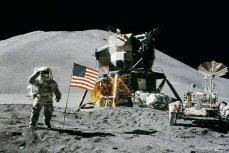 Астронавт на Луне.