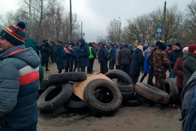 Новосанжарцы баррикадируются от эвакуированных из Китая граждан Украина