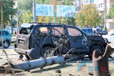 Автомобиль главы ЛНР Игоря Плотницкого после взрыва.