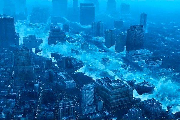 Огромное цунами смывает большой мегаполис на побережье