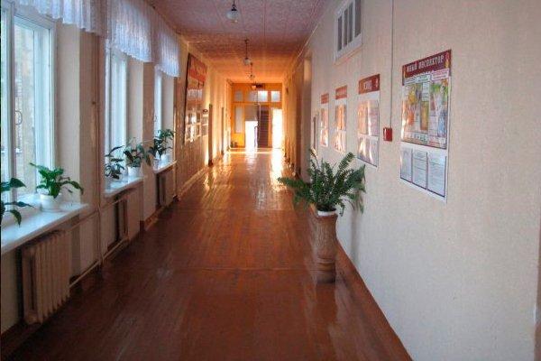 Коридор с классами в школе №2 города Столбцы