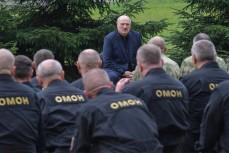 Лукашенко пообещал «драться за Беларусь до последнего ОМОНовца»