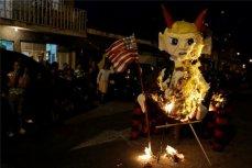 """Праздник """"La Quema del Diablo"""" в Гватемале."""