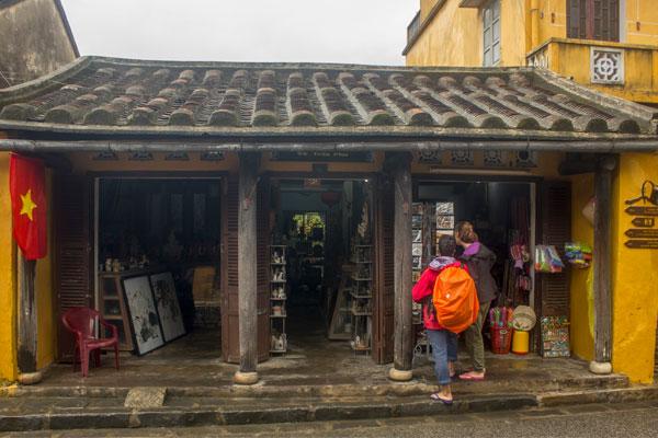 Магазинчик в Хойане. Вьетнам.