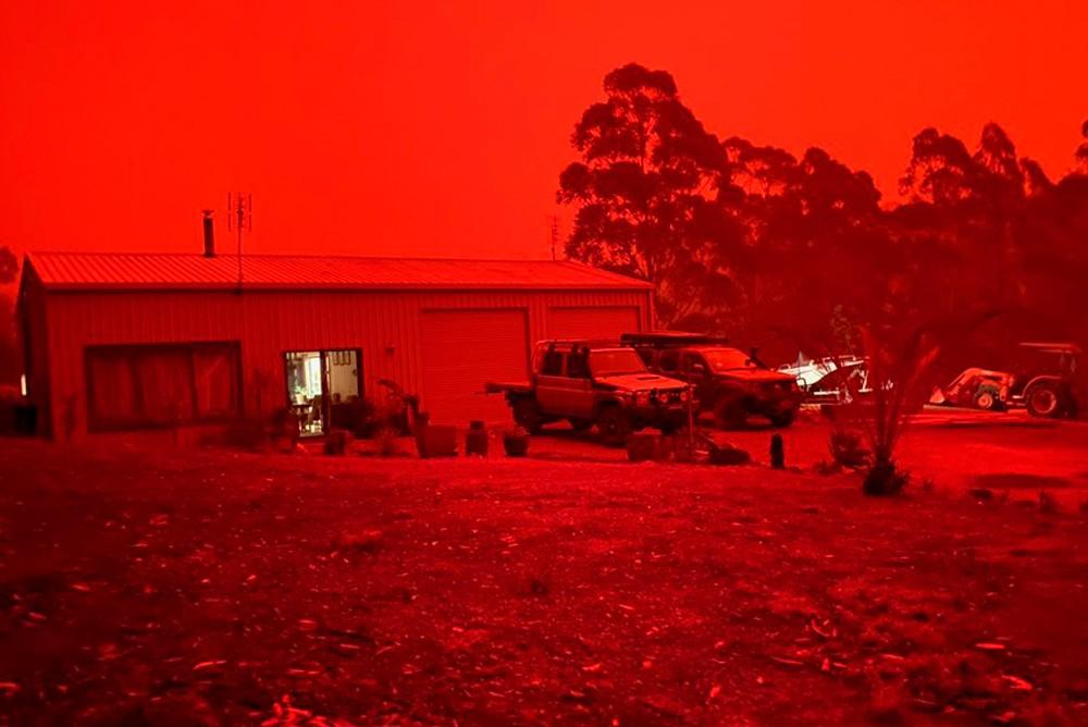 Красное австралийское небо - последствия лесных пожаров