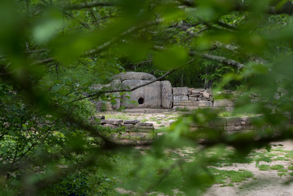 Центральный, главный дольмен в селе Возрождение