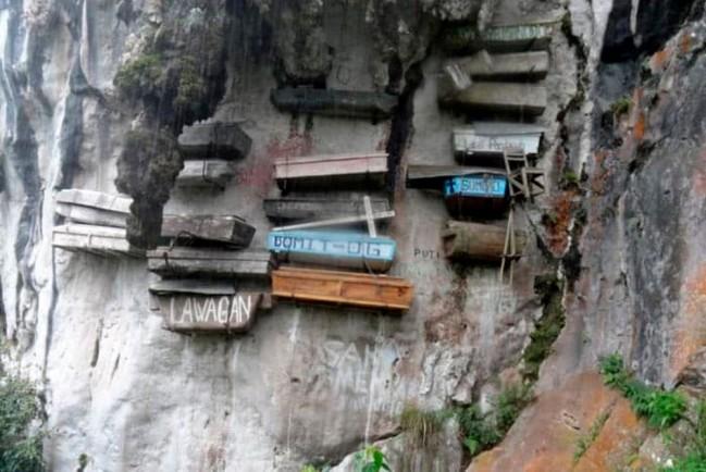 Гробы на скалах на острове Лусон