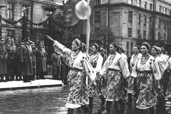 Парад в Станиславе (Ивано-Франковск) в честь визита генерал-губернатора Польши рейхсляйтера Ганса Франка, октябрь 1941 г.