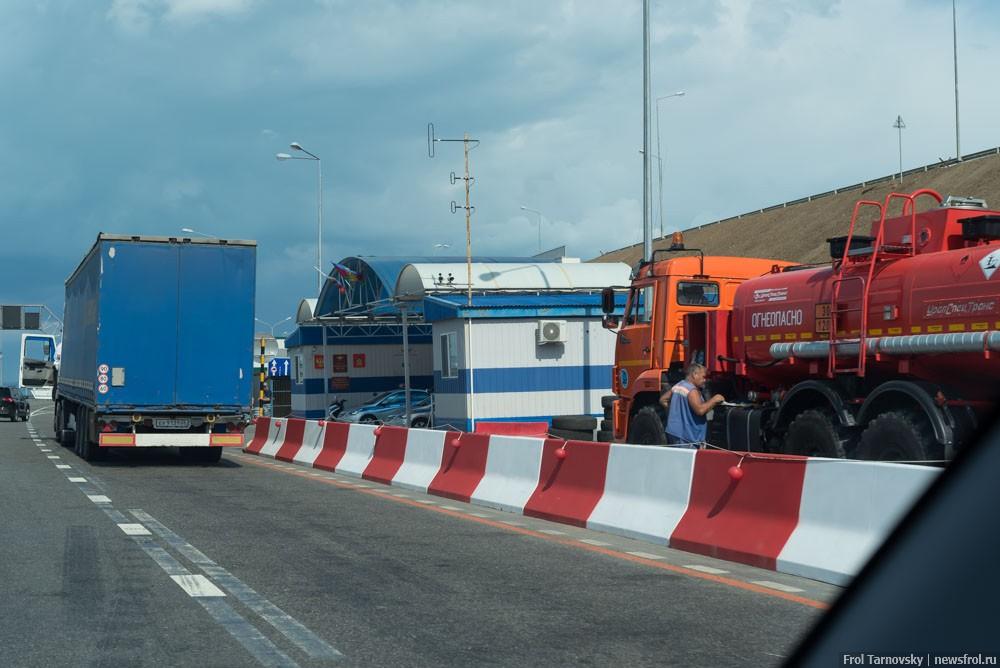 Пост ГИБДД на въезде на Крымский мост